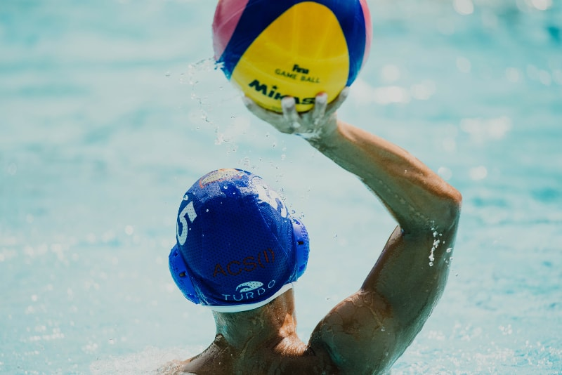 waterpolo man met bal